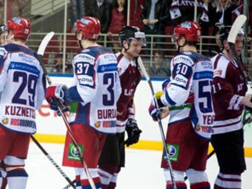 Сборная России по хоккею уступила латвийцам в рамках Евровызова