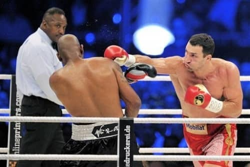 Владимир Кличко на ринге нокаутировал Тони Томпсона правой рукой